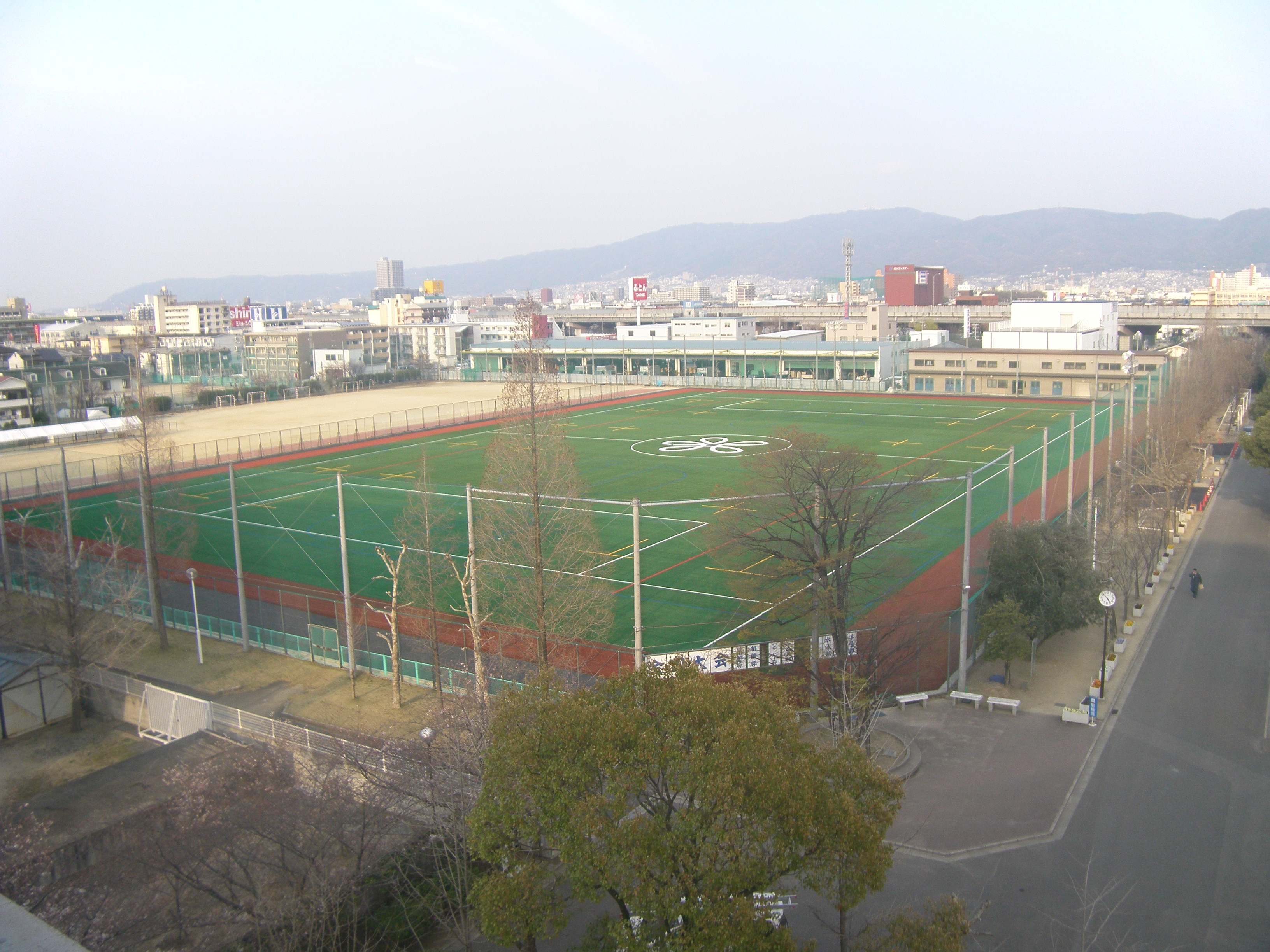 近畿大学付属高等学校・中学校グラウンド
