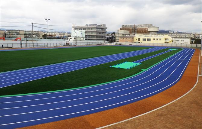 関西外国語大学陸上競技場インフィールド_R